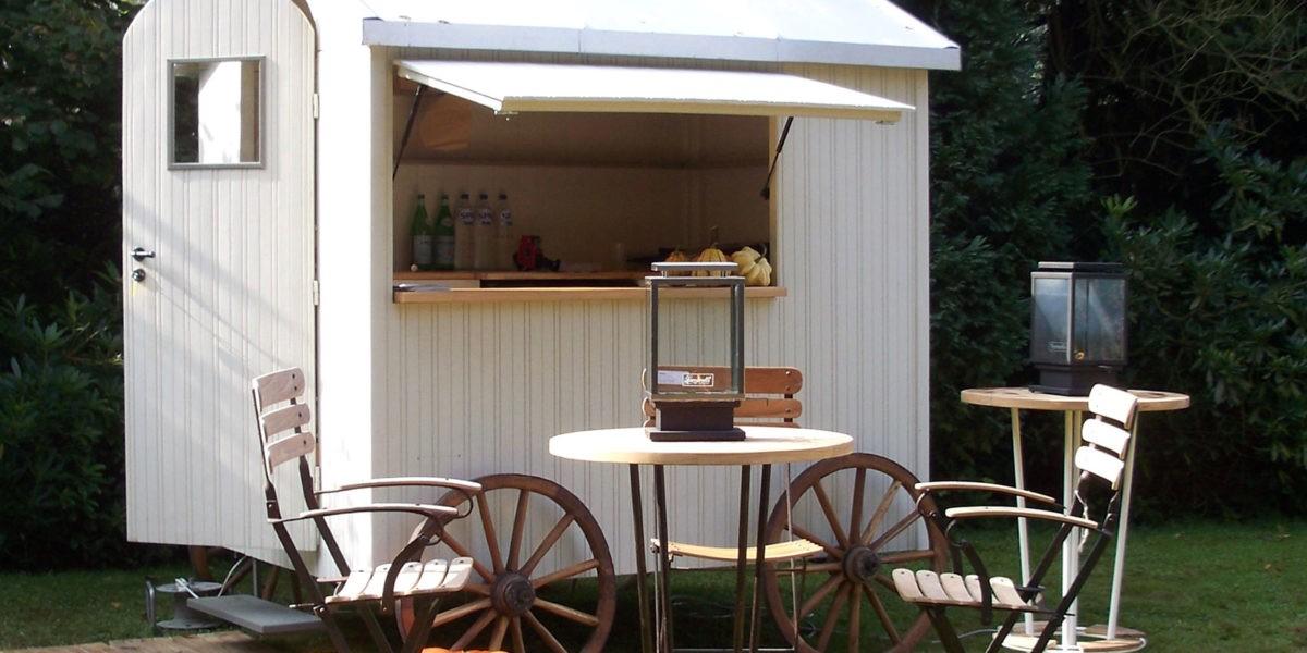 Idée décoration : une roulotte dans votre jardin