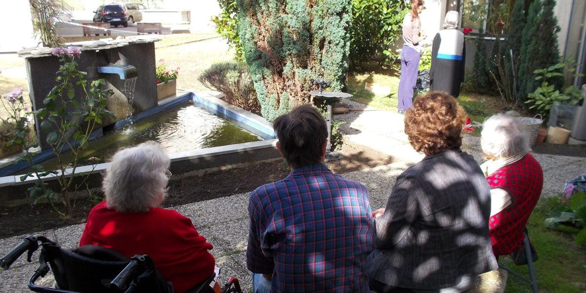A Courbevoie une maison de retraite prête son jardin
