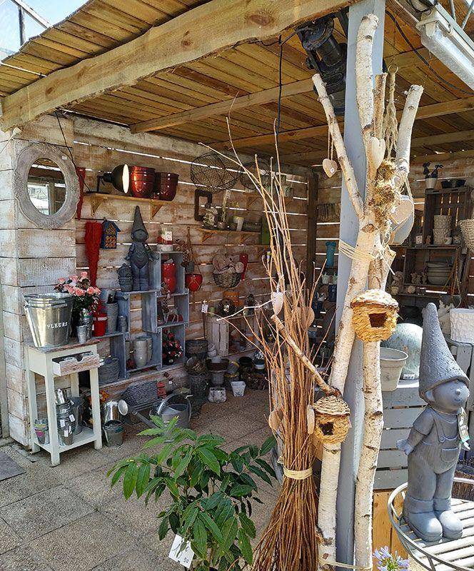 Décorations, nichoirs, pots