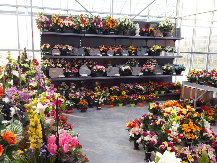 Compositions florales et plaques funéraires