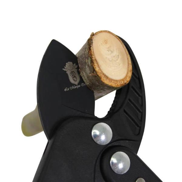 Coupe branche avec manche en fibres